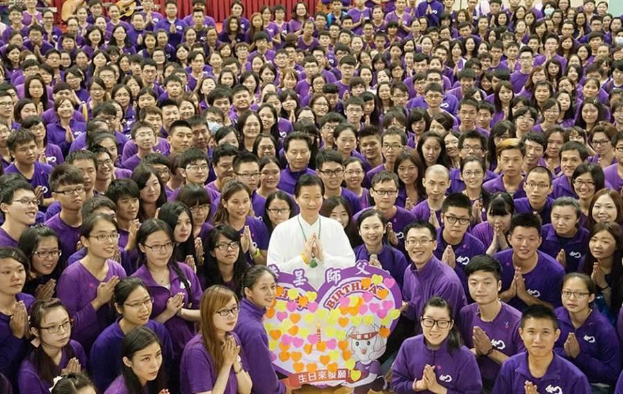 網友表示妙禪拯救了台灣經濟。(圖/翻攝妙禪師父佛教如來宗如來精舍-唯一正式fb粉絲團)