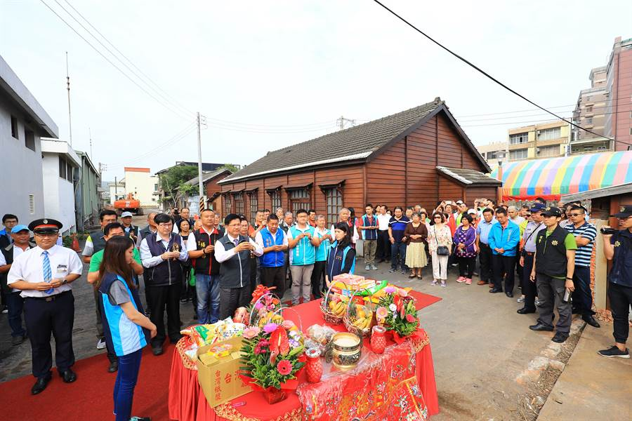 台中市長林佳龍主持大甲火車站跨站天橋開工典禮。(王文吉攝)