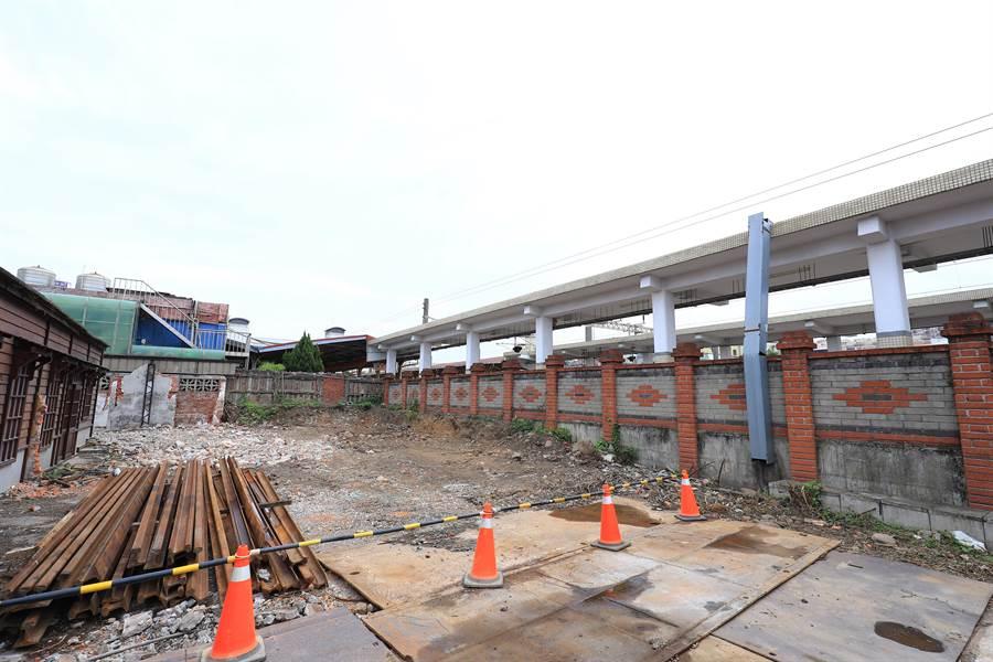 台中市府編列4650萬元興建跨站天橋,縫合前、後站行人徒步動線。(王文吉攝)