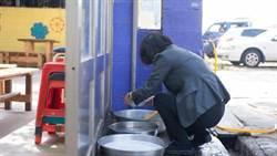 小英洗碗照真相曝光 鄉民:至少要學馬英九都吃便當
