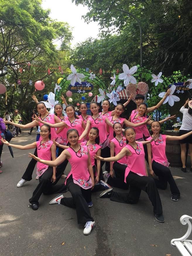 桐花祭還有許多團體獻出精采表演。(陳俊雄攝)