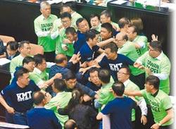 政黨惡鬥撕裂台灣!6成民眾不滿藍綠