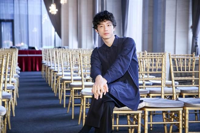 坂口健太郎在片中夢想成為電影導演,實際上他仍希望以演戲為主。(蘇蔓攝)