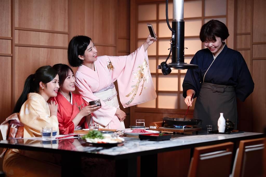 新光三越信義A4樂軒松阪亭包廂客人,可預約體驗1件逾10萬元的日本正絹和服。(樂軒松阪亭提供)