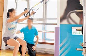 矯正女學員TRX懸掛動作 男教練遭控襲臀?