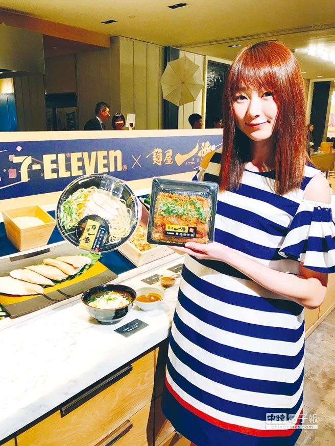 7-ELEVEN與麵屋一燈策略聯盟開發鮮食新品,首波推出「胡麻冷沾麵」及「雞唐揚炒飯」,在7-ELEVEN搶先上市。圖/劉馥瑜