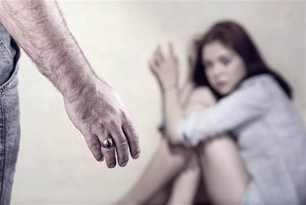 花蓮1名女童8歲時遭阿嬤同居男友「阿公」性侵,多年來持續出現創傷症候群,檢警偵辦發現女童曾向阿嬤哭訴求救。(達志影像)