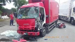 營區前小貨車撞軍車  貨車駕駛粉碎性骨折