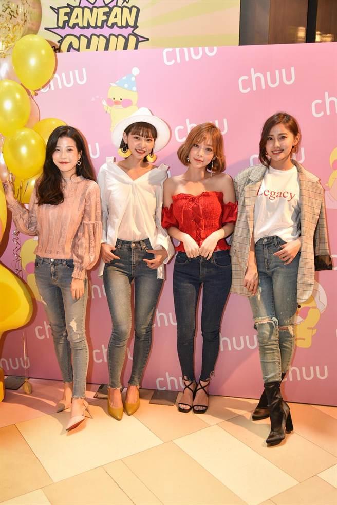 台灣知名模特兒Alice(右一)、kimy(右二)、晞晞(左一)出席活動分享-5KG褲穿搭,並與Taeri(左二)一同合照