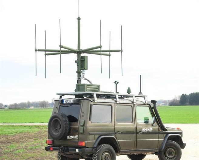 德國韓索特公司推出的機動型無源被動雷達TwInvis,以八木天線接收各種無線電訊號,構造很簡單,技術重點在分析電腦。(圖/Hensoldt)