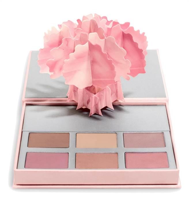 凱特柏絲沃使用香緹 粉色婚禮眼頰彩盒,2600元。(香緹卡提供)