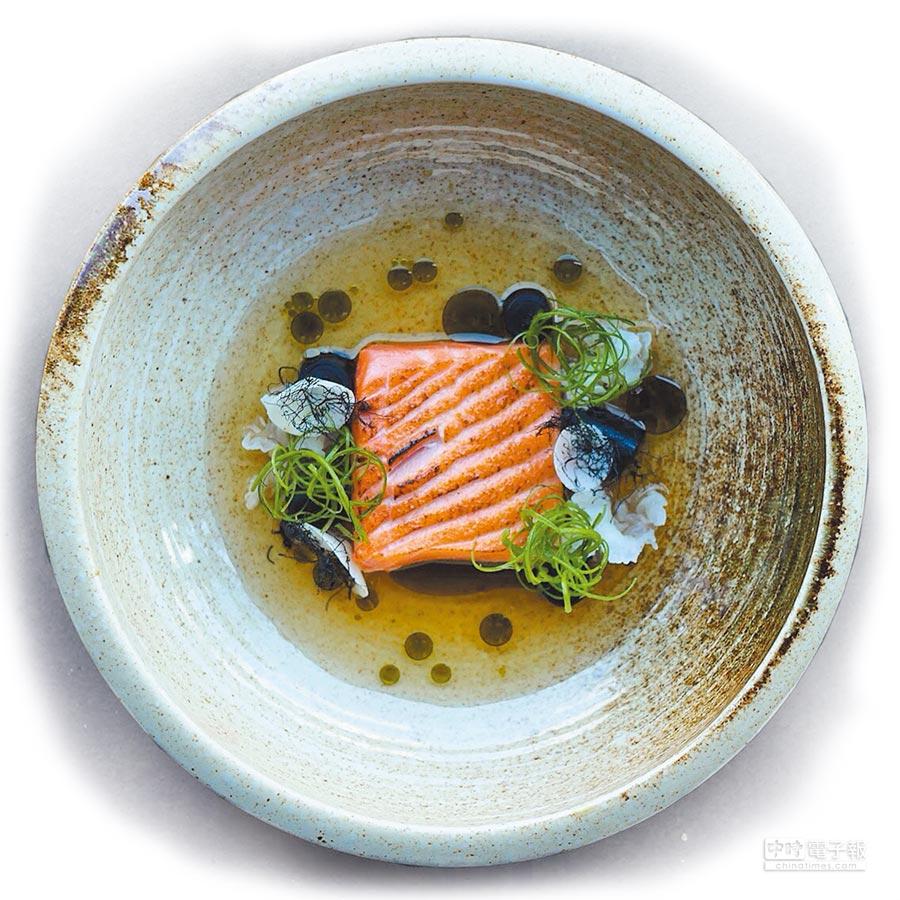 老少咸宜的鮭魚以香煎方式烹調,香氣四溢又富營養價值,是大多數人最愛品嘗的魚種。(盛和風食集提供)