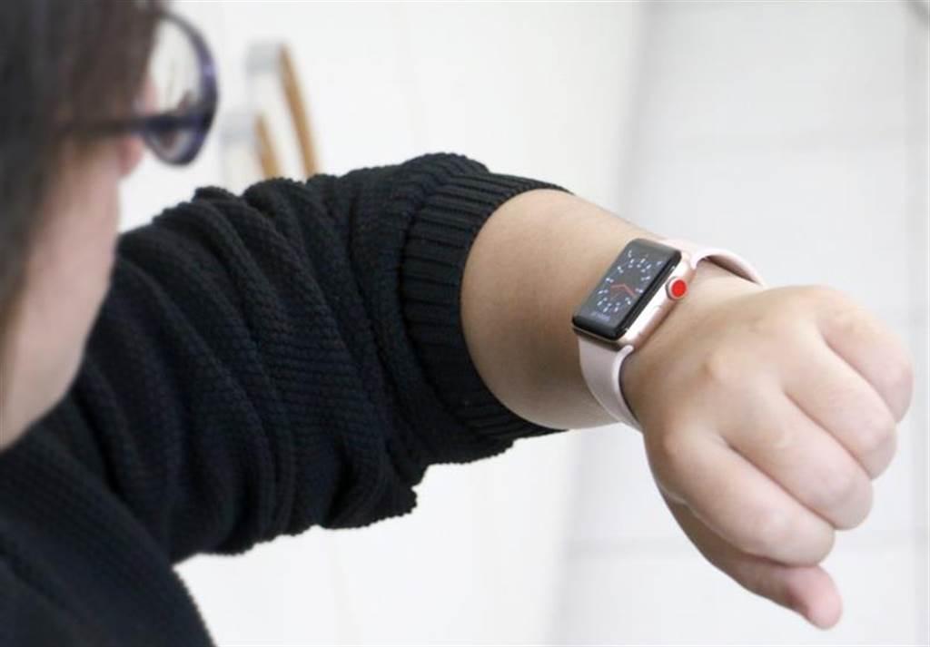 Apple Watch Series 3(GPS+Cellular)5月11日將正式在台上市,宣告台灣進入eSIM時代。(圖/黃慧雯攝)