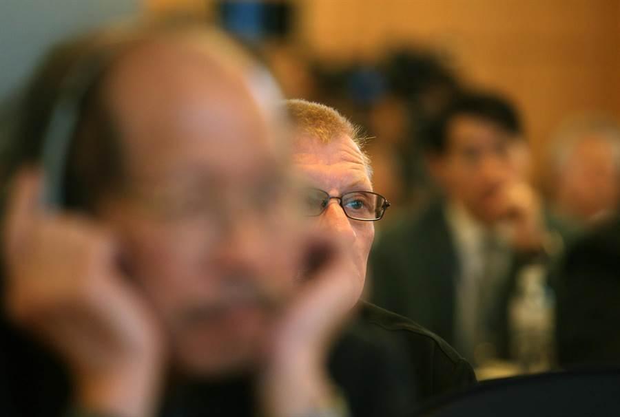 首屆「台美國防產業論壇」10日在高雄漢來飯店舉行,吸引甚少公開露面的多國軍火商來台,共約300人與會。(王錦河攝)