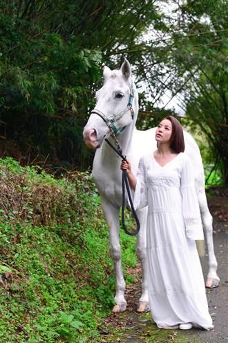 丁噹唯美入鏡被叮滿身包 「被馬溜」險摔落山谷