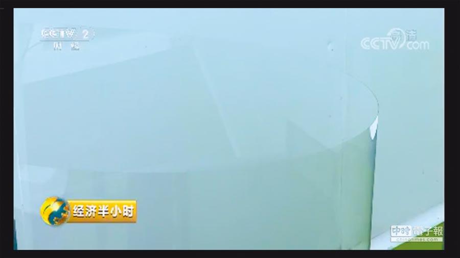 僅0.12公釐厚的超薄玻璃。(截自央視)