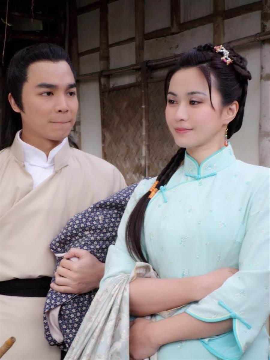 張峰奇(左)演出《戲說台灣》。(取自臉書)