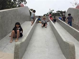 心都融化了! 中市福星公園冰淇淋溜滑梯成小孩新樂園