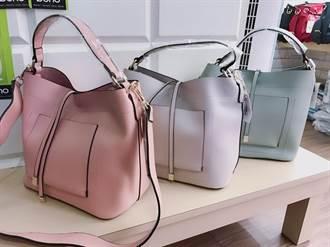 警方反詐宣導送包包 幫婆媽看好荷包