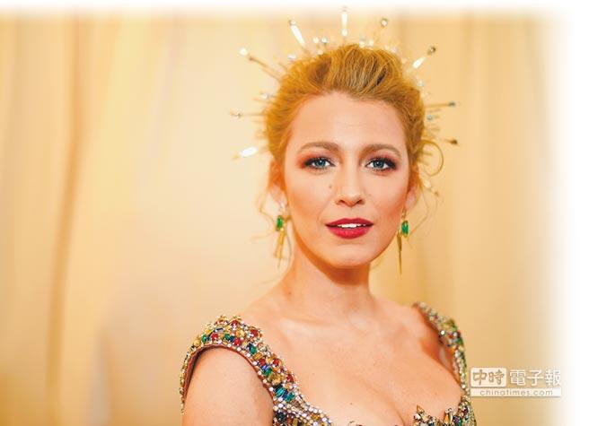 布蕾克萊芙莉以L'Oreal妝品展現同色調的強烈感。(CFP)
