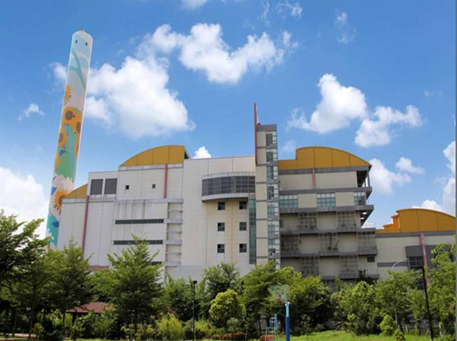 台中市3座焚化場,一方面處理垃圾設施,另方面是綠電設施;市議員要求台電以較高電價收購。(陳世宗翻攝)