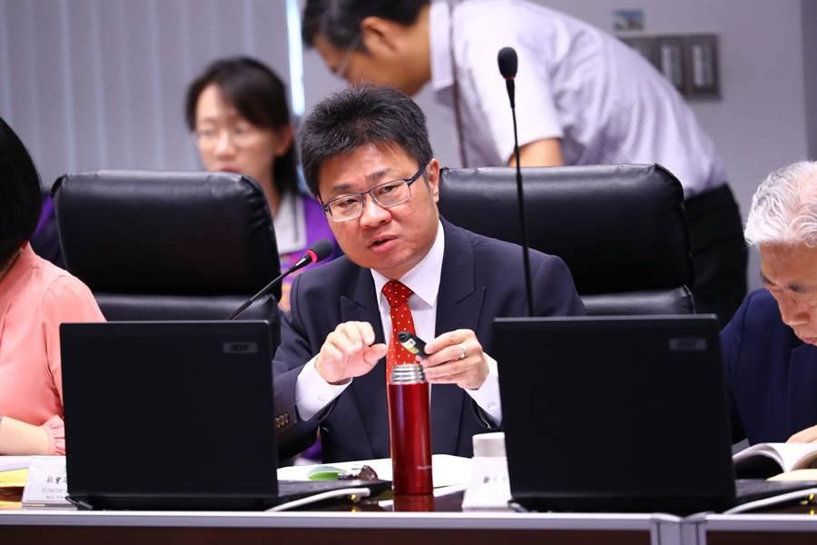 台中市社會局長呂建德指出,建構完善社會安全網,將以家庭為中心、社區為基礎新服務模式,不再讓各機關單打獨鬥。(盧金足攝)