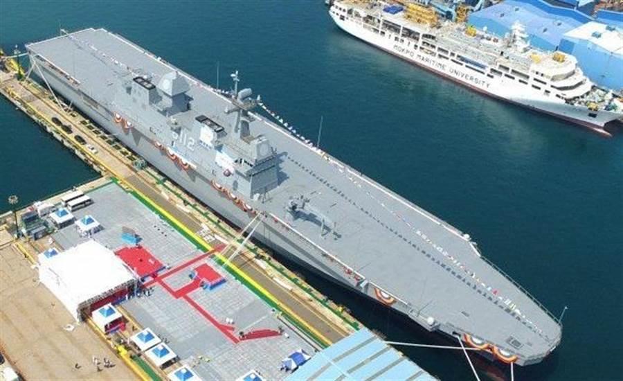 韓國海軍打算,第2代突擊登陸艦LPX-II,改成能夠停降F-35B戰機的輕型航空母艦。圖為LPX-I獨島級直升機母艦的2號艦-馬羅島號。(圖/DAPA)