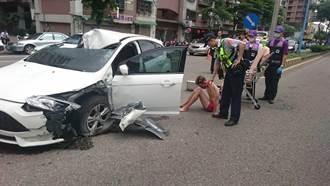 駕駛撞死騎士逃逸1公里 再撞貨車全裸狂奔搶車