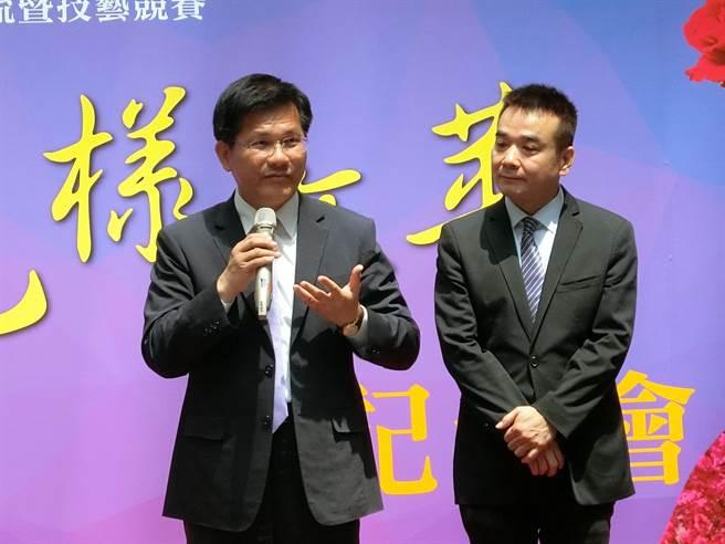 台中市長林佳龍(左)與女子美容商業同業公會理事長許有仁,希望從國際美容交流暨技藝競賽,共同見證台灣美容技藝的蓬勃生命力。(盧金足攝)
