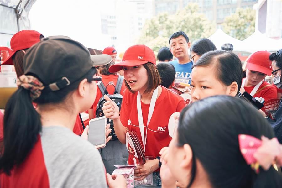 RE紅包公益不落人後,於2018愛在桃園公益青年演唱會現場成立RE紅包專區,成為當天活動一大亮點。(RE紅包提供)