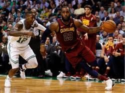 NBA》詹皇大三元無力回天 騎士遭綠衫軍逆轉0比2