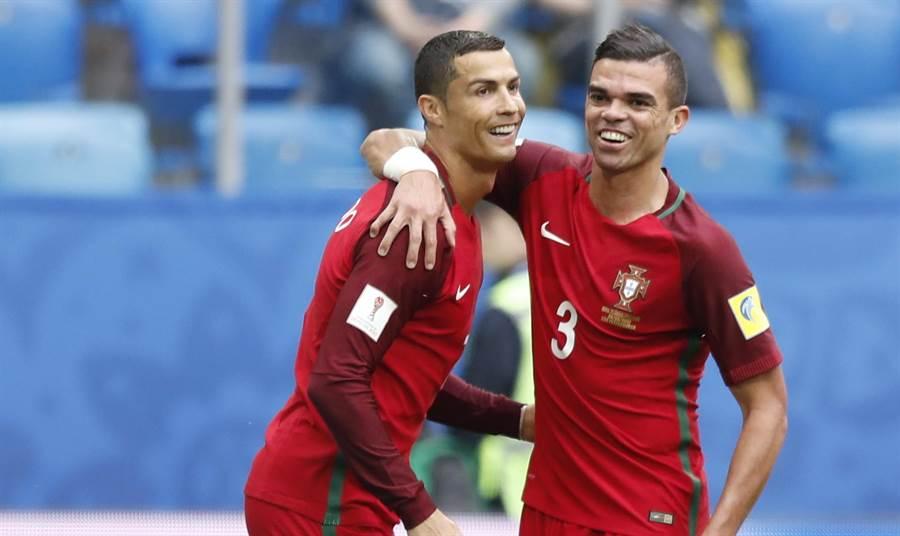 C羅(左)與佩佩是葡萄牙的攻守兩大要角。(美聯社資料照)