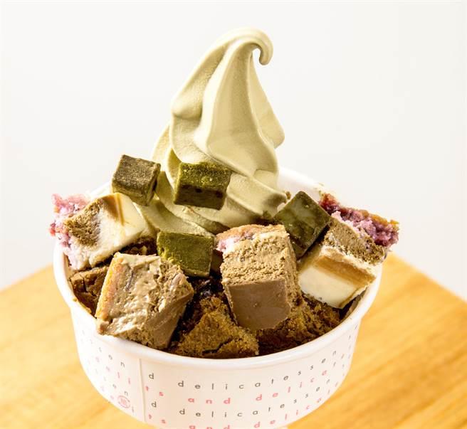 結合冰品與甜點設計「茶炫風」,雙重享受一次滿足,原價150元,第2件52元。(圖片提供/貓茶町民生店)