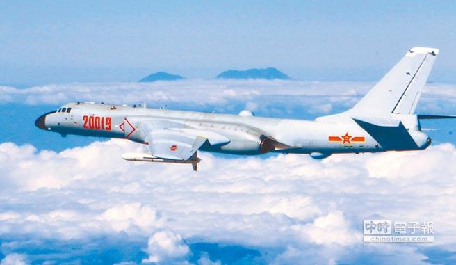 大陸轟-6K轟炸機攜帶長劍-20打擊範圍覆蓋整個第二島鏈。(新華社資料照片)