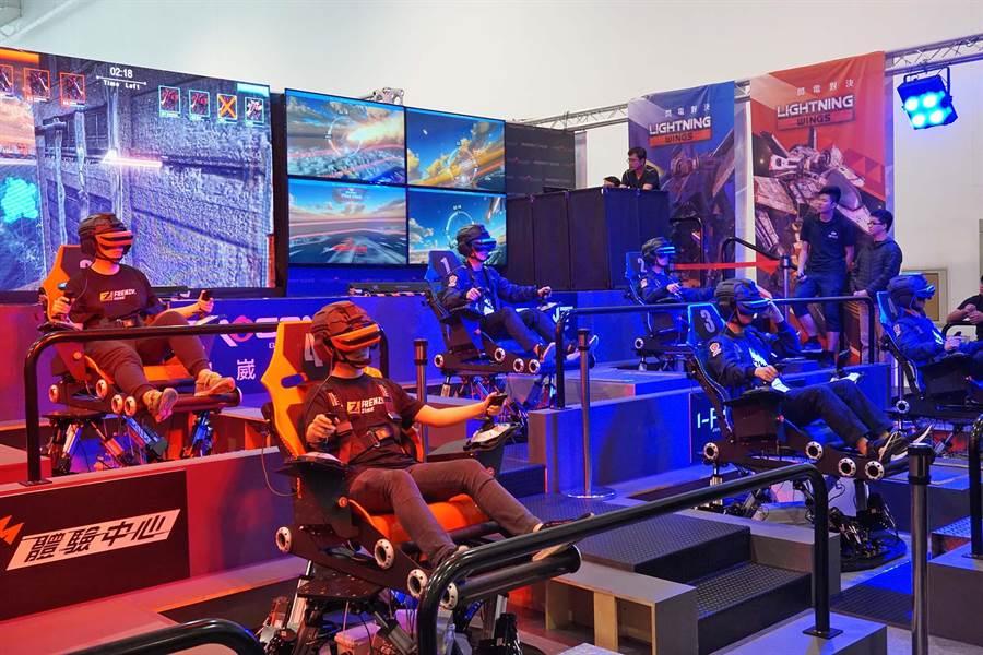 智崴集團打造全球首款電競遊戲「閃電對決」,18日在高雄展覽館舉行校際聯賽。(柯宗緯攝)