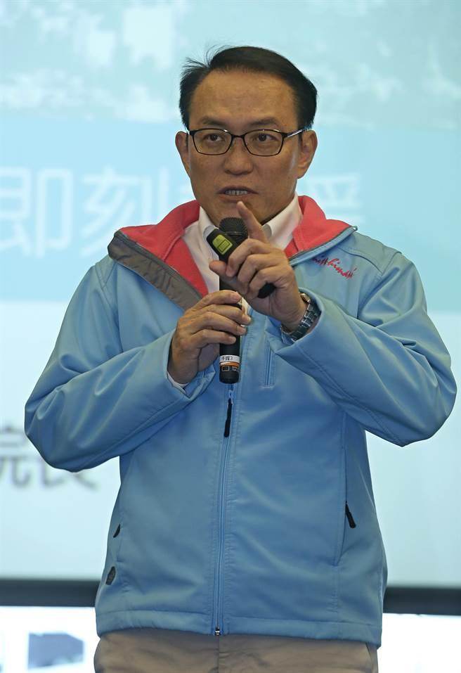 前台北市副市長邱文祥,3月24日宣布以無黨籍身分參選北市長選舉。(資料照片,張鎧乙攝)