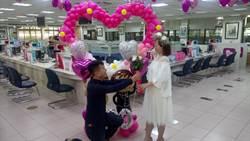 520「我愛你」 台中北區戶政所22對新人完成結婚登記