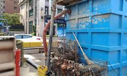 營建廠商西平橋下排放黃泥廢水 環保局依法告發