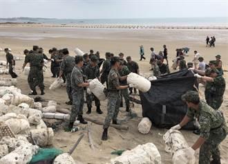 金門軍民大淨灘 清出10噸餘垃圾