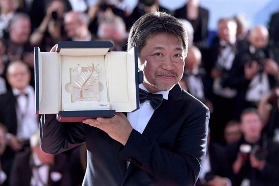 是枝裕和以《小偷家族》獲坎城影展金棕櫚獎。(取材自fashion-press)