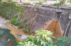 施工不當 排水孔流黃泥