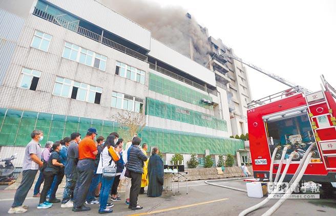 印刷電路板廠敬鵬大火後,內政部消防署今日將公布長達半年的「高風險性工廠聯合安全檢查計畫」。(本報資料照片)