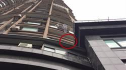 影〉男童6樓墜下 快遞哥拉起床單凌空兜住