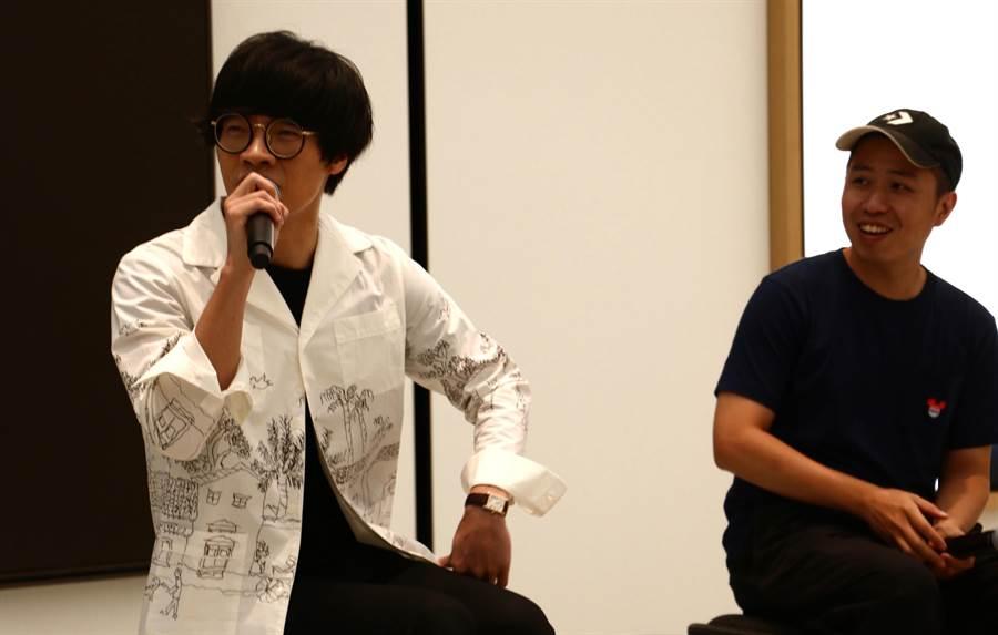 盧廣仲(左)與「明仔載」MV導演廖明毅分享利用iPhone 8 Plus完成MV拍攝的幕後故事。(圖/黃慧雯攝)