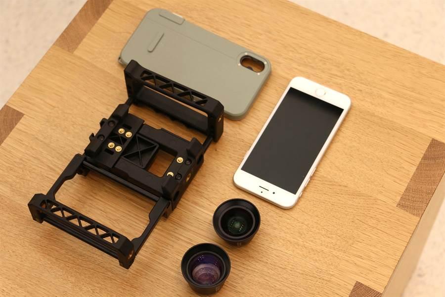 拍攝「明仔載」MV,就是用這一套!iPhone 8 Plus再加上手機腳架、專用手機殼以及外接鏡頭。(圖/黃慧雯攝)