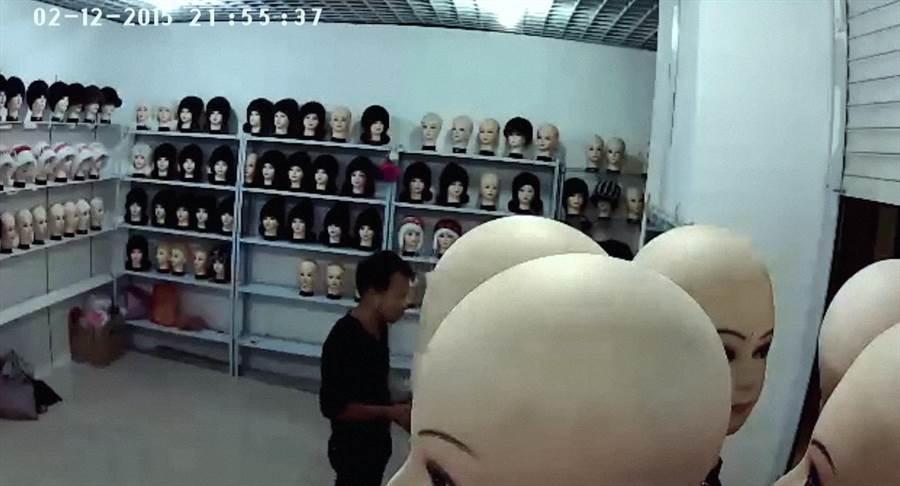 《蜻蜓之眼》用監視器畫面拼湊成一場「羅曼史」。(台北電影節提供)