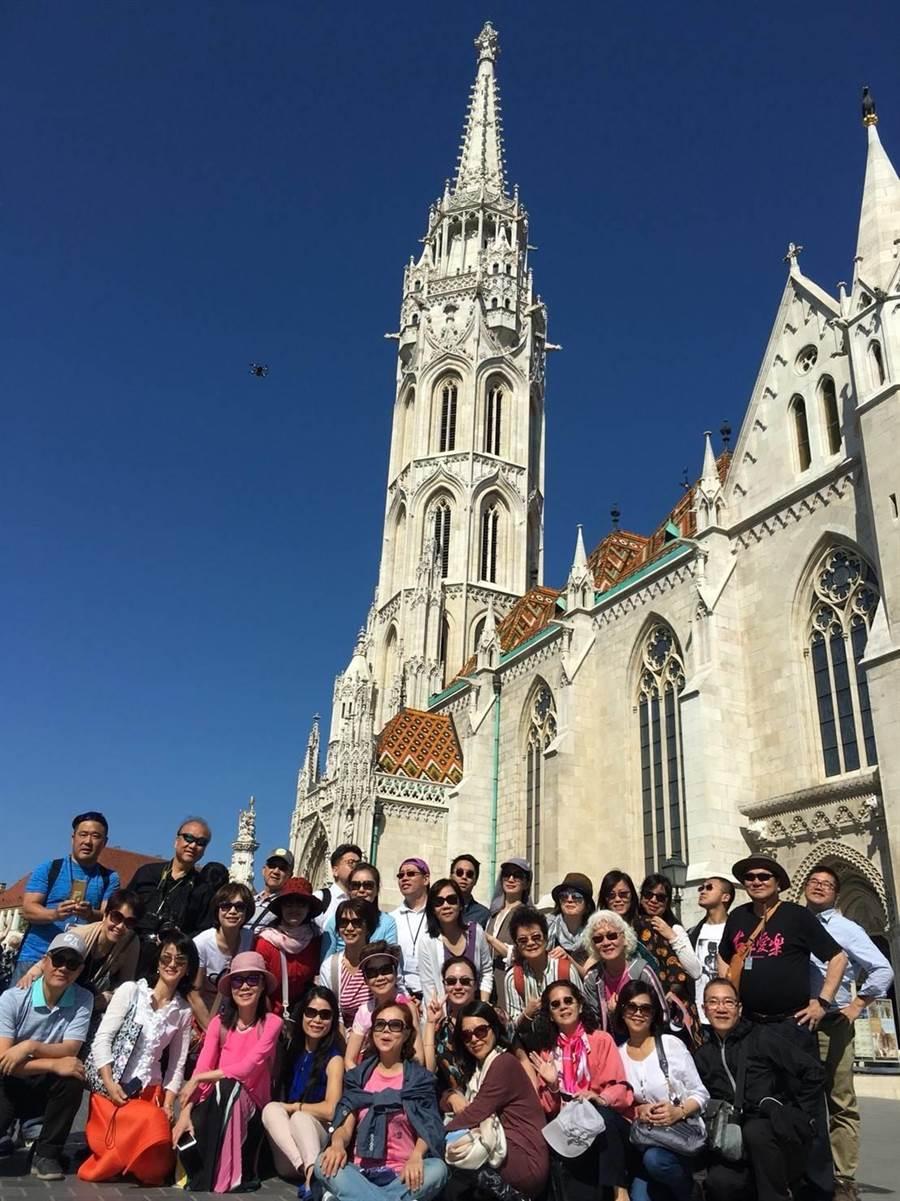 由大台北市民組成的「台北愛樂市民合唱團」遠赴匈牙利布達佩斯參與合唱比賽,為唯一來自台灣的隊伍。(台北愛樂市民合唱團提供)