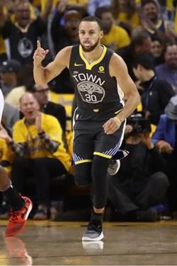 NBA》96秒連得11分 柯瑞上演神奇美技