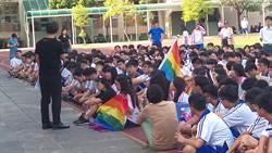 瑞祥高中取消同志入校上課 學生拉彩虹旗抗議