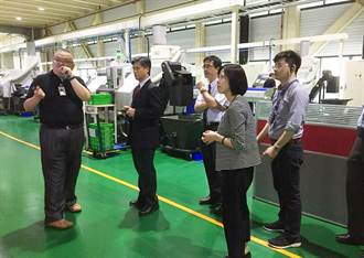 率隊參訪豐洲科技園區 中市教育局長推產學合作
